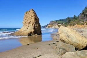 Devls Punch Bowl Beach Oregon.jpg